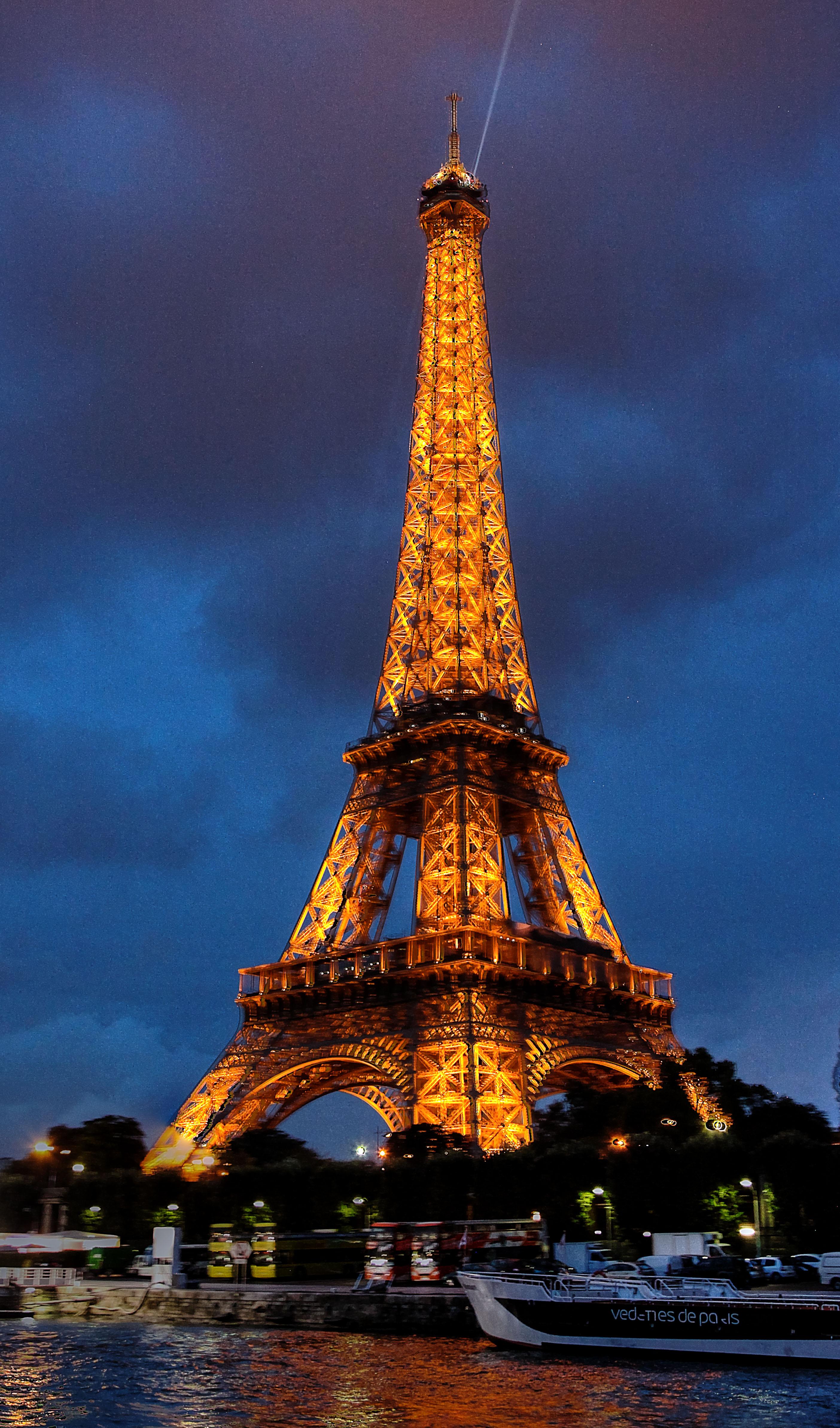 The Eiffel Tower Is Xxxx Feet Tall