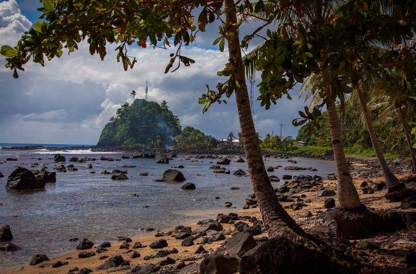 Rocky beach, Upolu, Samoa