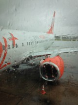 Voegol Airlines 737 in the rain.